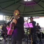 El músico Giovanni Buzzurro amenizó la fiesta