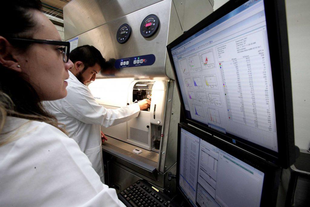 Analiza la sangre o tejido tumoral en menos de tres minutos