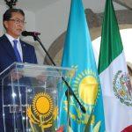 Fiesta de Kazajstán en México: el parecido de la bandera kazaja con el cielo