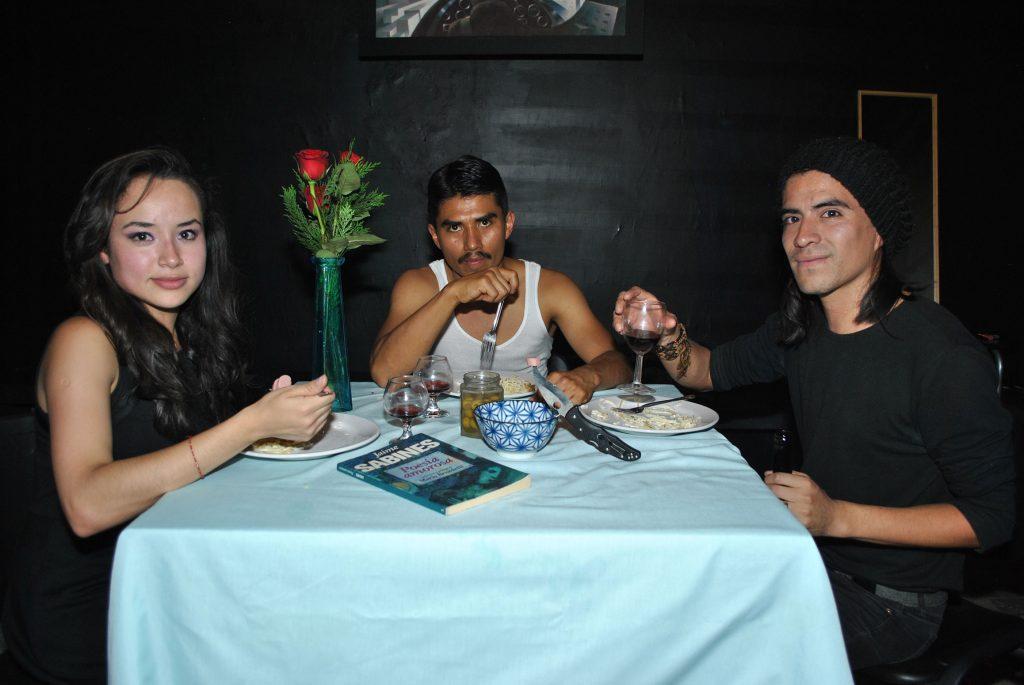 Sandy Navarro, Jorge Antonio Guerrero e Iván Mejía, protagonizan La cena o vendrán mejores tiempos. Foto: Propiedad revista Protocolo©