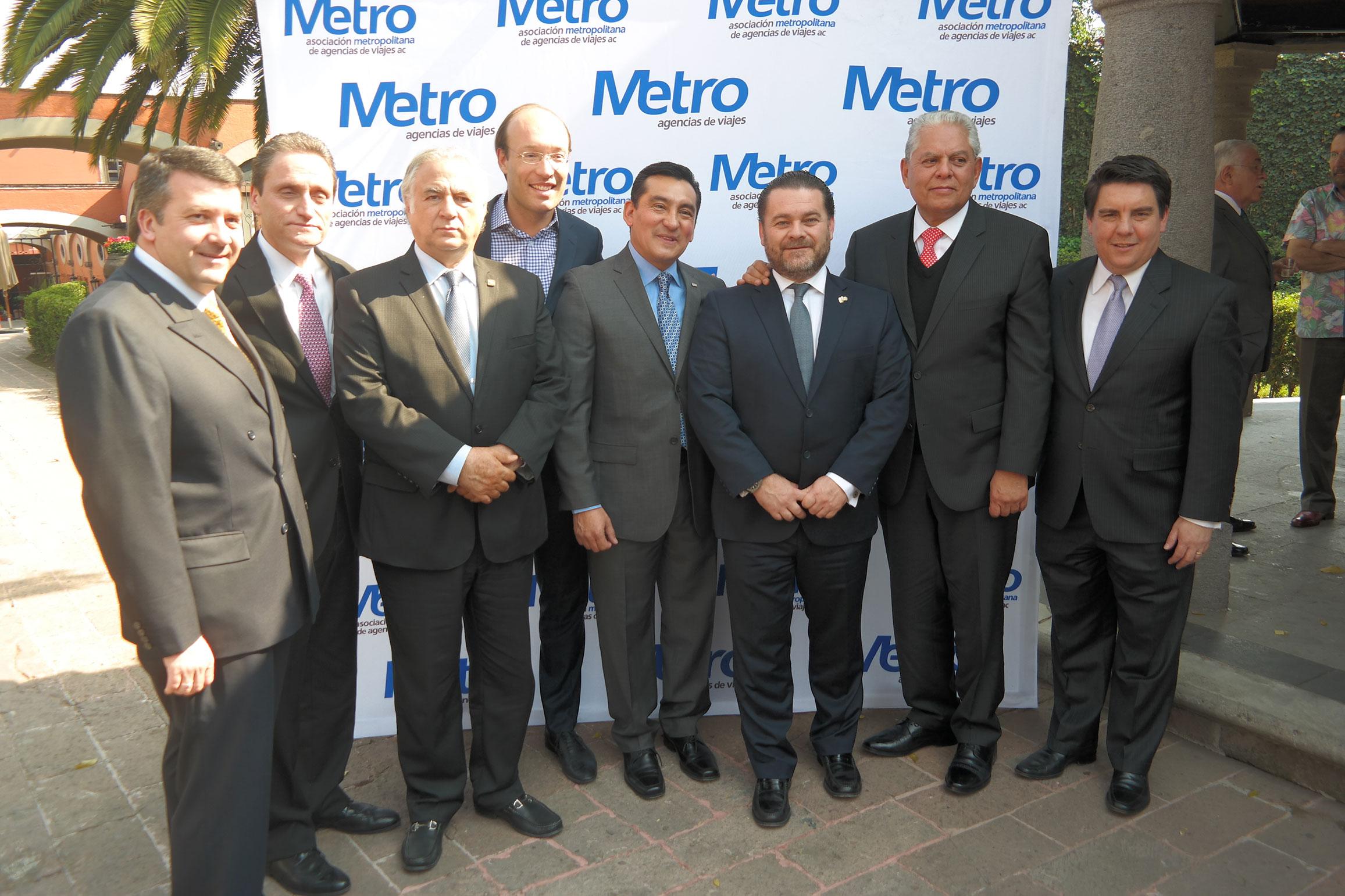 Edgar Solís, presidente de La Metro, acompañado de Anko van der Werf, Miguel Torruco, Fernando Olivera, Jorge Goytortua, Salvador Sánchez, Nathan Poplawsky y Eloy Rodríguez