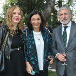 Therese Margolis, Mariana Díaz y su esposo, Jorge Alberto Delgado Fernández, embajador de Uruguay