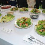 Ensaladas orientales, entre otros platillos de la alta gastronomía japonesa, probaron los asistentes
