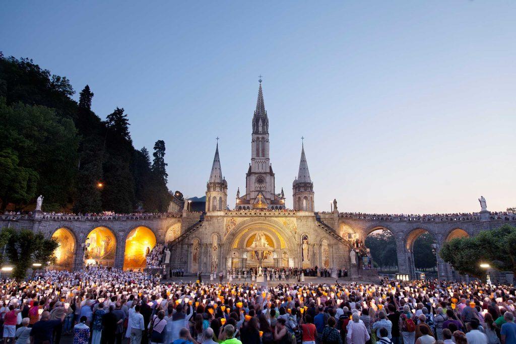 Explanada del monasterio de Lourdes