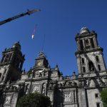 Retiran esculturas de Manuel Tolsá de Catedral, dañadas por el terremoto