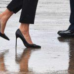 Antes muerta que sencilla; Melania Trump visita a damnificados en tacones