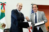 Mark Feierstein, administrador adjunto para Latinoamérica de la USAID, Y Juan Manuel Valle Pereña, director ejecutivo de la Amexcid