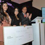 Susana Rivero, Rusby Guadalupe Contreras Díaz, ganadora del tercer lugar, y Omar Vidal