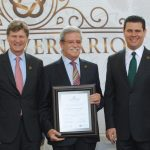 Romarico Arroyo, exdirector del Fonatur, recibió el nombramiento de decano. Foto propiedad de la revista Protocolo Copyright©