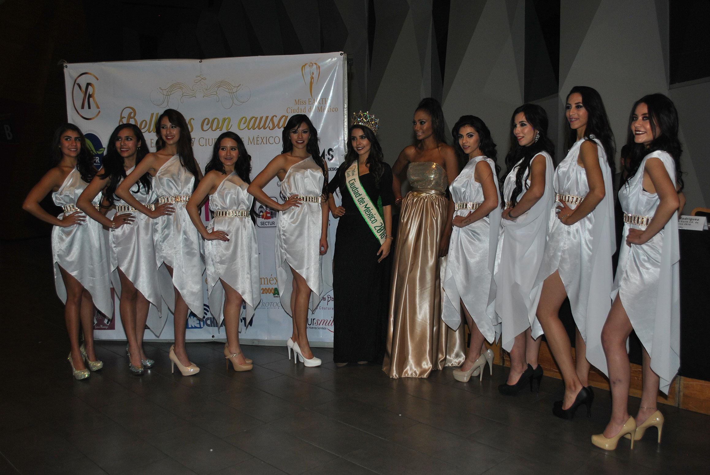 Las aspirantes a Miss Earth CDMX 2017, con Abil González, Miss Earth CDMX 2016 (vestido negro), y Yudy Rodríguez, directora de Miss Earth CDMX (vestido dorado)
