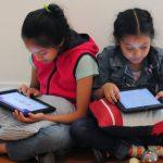 Niños se convierten en escritores y comparten sus historias en Twitter