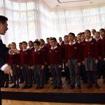 El coro de la escuela Edmund Hilary amenizó el evento