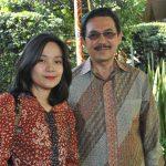 Yesfira Yusra y su esposo, Yusra Khan, embajador de Indonesia