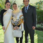 Yarilin Guerrero con Emilia Azhar y su esposo, Mohammad Azhar bin Mazlan, embajador de Malasia