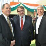 Robert Weikberg, Hans-Christian Kint, embajador de Bélgica, y Oliver Darien del Cid, embajador de Belice