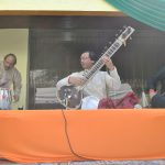 Un grupo de música india amenizó el festejo