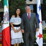 Asistentes a la fiesta nacional de Panamá: ¡iniciaron siendo amigos, después ya eran hermanos!