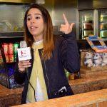 Claudia Merena, gerente de mercadotecnia de Panda Express, presentó a los chefs y los platillos finalistas