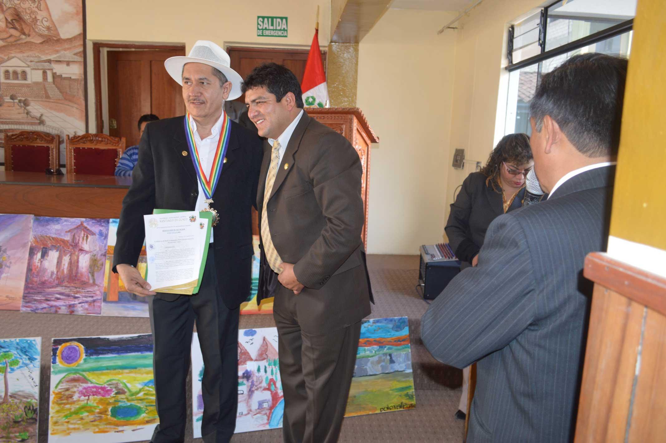 Ernesto Ríos fue reconocido por la alcaldía de Santiago de Cusco por el alcalde Franklin Isaac Sotomayor