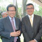 Beeho Chun, embajador de la República de Corea, y Julio Hernán Garro Gálvez, embajador de Perú. Revista Protocolo Copyright©
