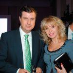 Rogelio Garza Garza, subsecretario de Industria y Comercio de la SE, y Wendy Coss. Foto propiedad de la revista Protocolo Copyright©