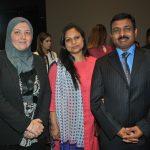 Abeer Khatab con Muktesh K. Pardeshi, embajador de la India, y su esposa
