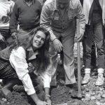 Raro archivo fotográfico muestra a famosos ayudando a reforestar a Israel