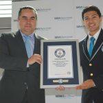 Fernando Eguiluz, director general de Recursos Humanos de BBVA Bancomer, y Carlos Tapia Rojas, adjudicador oficial de Guinness World Records para México y Latinoamérica. Revista Protocolo Copyright©
