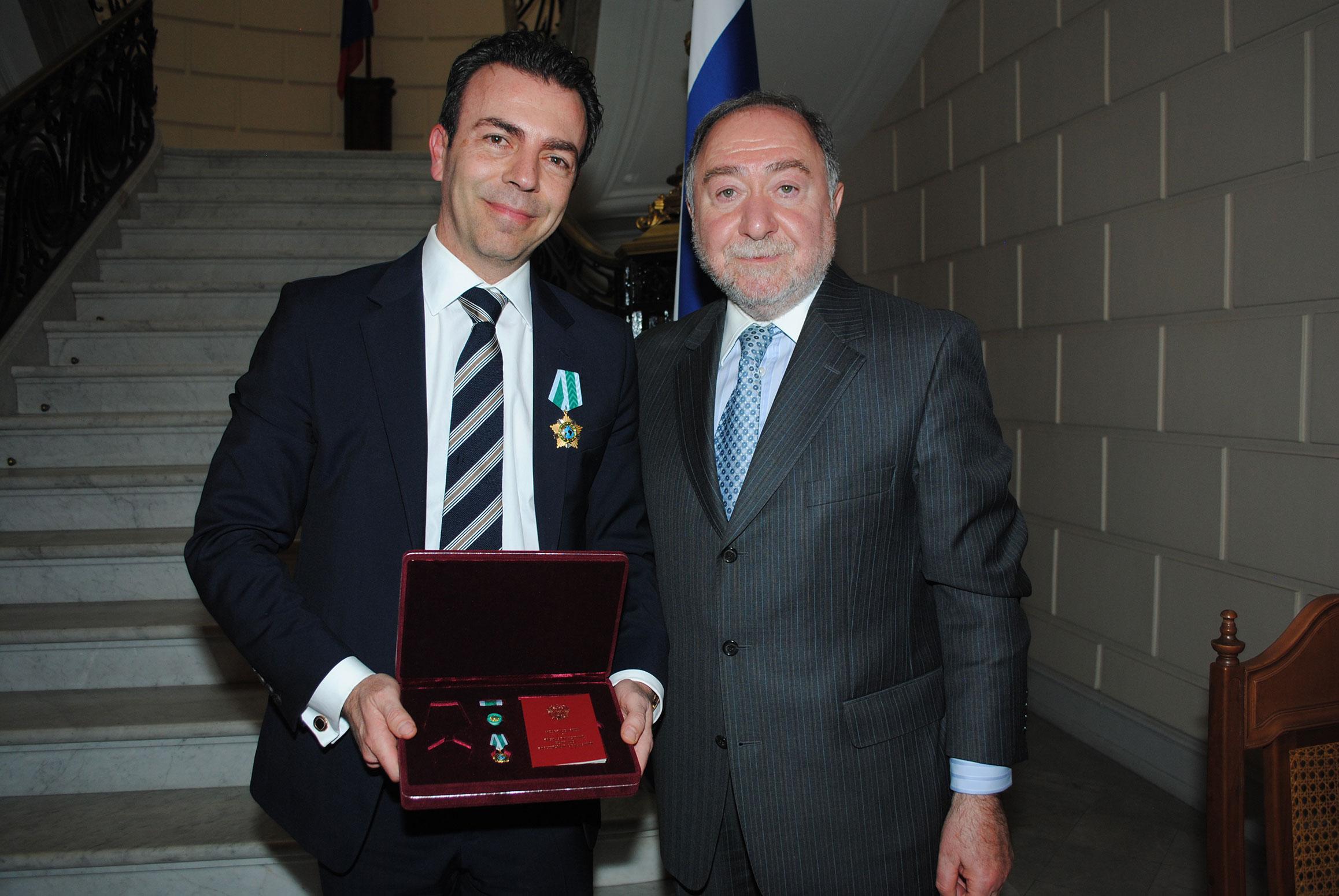 Alejandro Ramírez Magaña recibió la Orden de la Amistad, de parte de Eduard Malayan, embajador de la Federación de Rusia