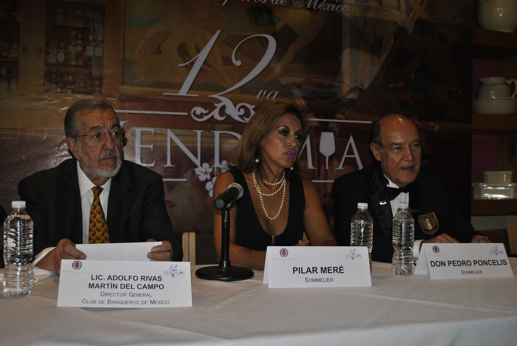Adolfo Rivas Martín del Campo, director general del Club de Banqueros; Pilar Meré, presidenta de la Asociación Mexicana de Sommeliers, y Pedro Poncelis, sommelier
