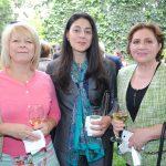 Victoria Eriksson, esposa del embajador de Finlandia; Aya Ismail, esposa del embajador de Egipto, y Mayte de Reyes