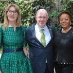 Alena Guzarova, embajadora de Eslovaquia; David Costello y Sandra Annita Grant Griffiths, embajadora de Jamaica