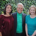 Mónica Sánchez, Mike Stark y Sonja Ann Hyland, embajadora de Irlanda