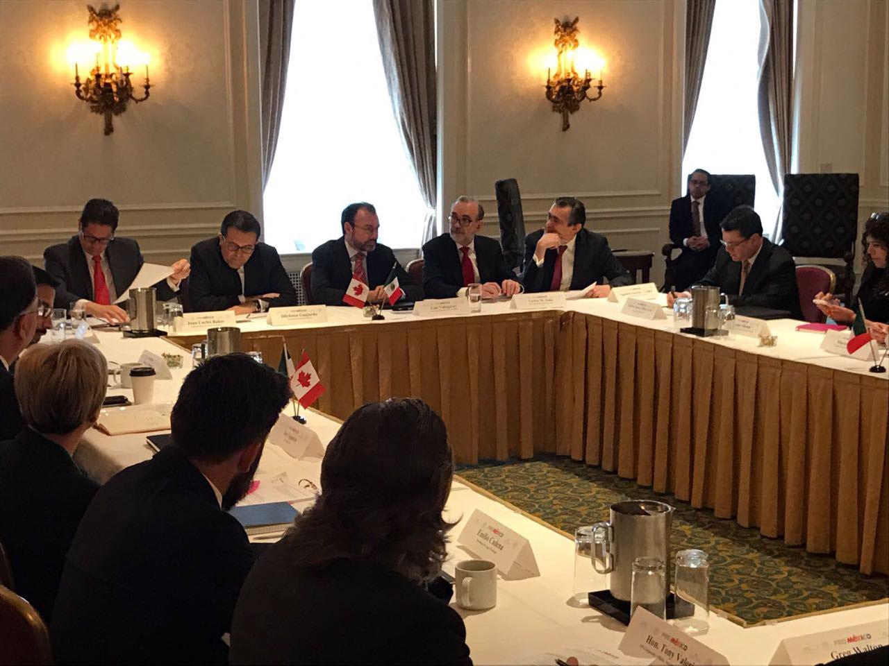 Reunión con representantes mexicanos y canadienses del sector de autopartes