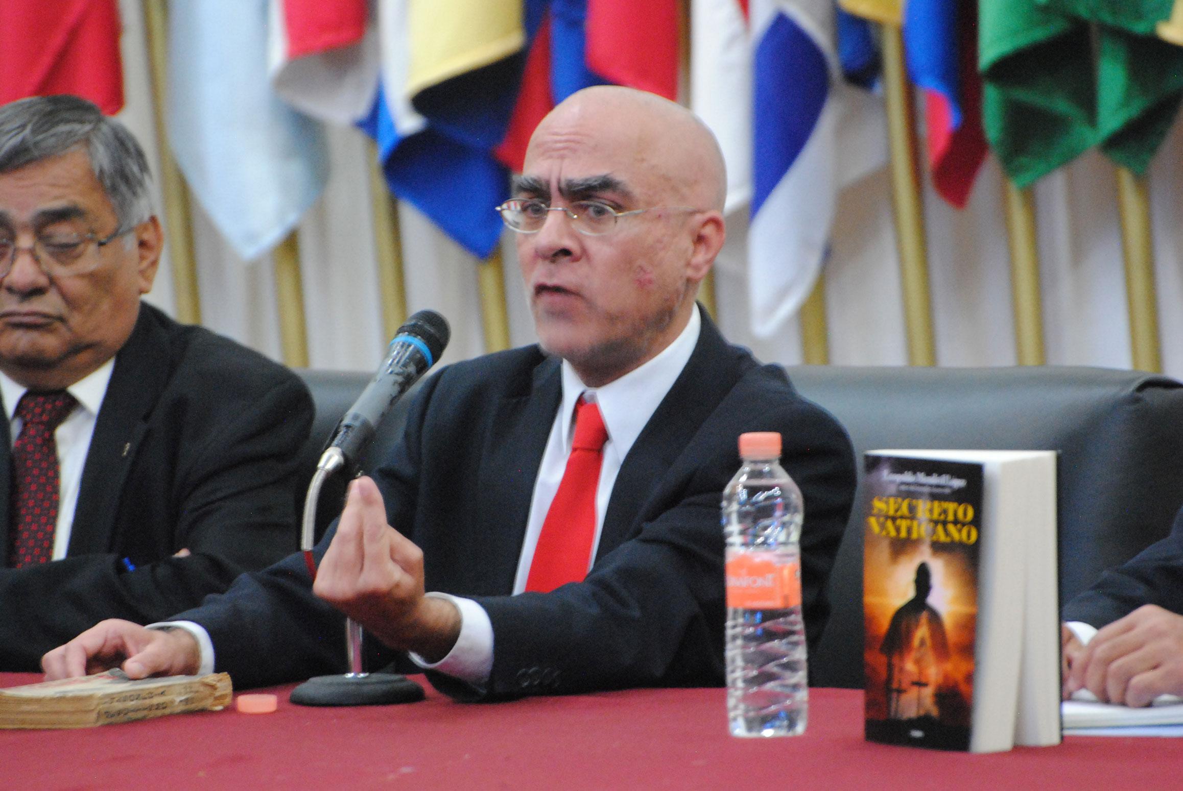 Leopoldo Mendívil López es el autor del libro Secreto Vaticano