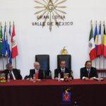 Representantes de la Gran Logia del Valle de México acompañaron a Leopoldo Mendívil Flores (tercero de izquierda a derecha) a la presentación del libro