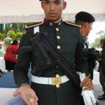 Militares quisieron llevarse un recuerdo del proyecto militar en el que participan. Revista Protocolo Copyright©