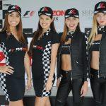 Como en todo evento automovilístico, en la F1 Fanzone, no faltará la belleza de las edecanes. Revista Protocolo Copyright©