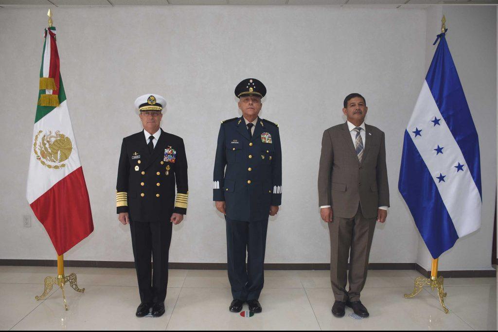 Vidal Soberón, titular de Semar, y Salvador Cienfuegos, titular de Sedena, recibieron a Fredy Santiago Díaz Zelaya, secretario de Estado en el Despacho de Defensa Nacional de Honduras