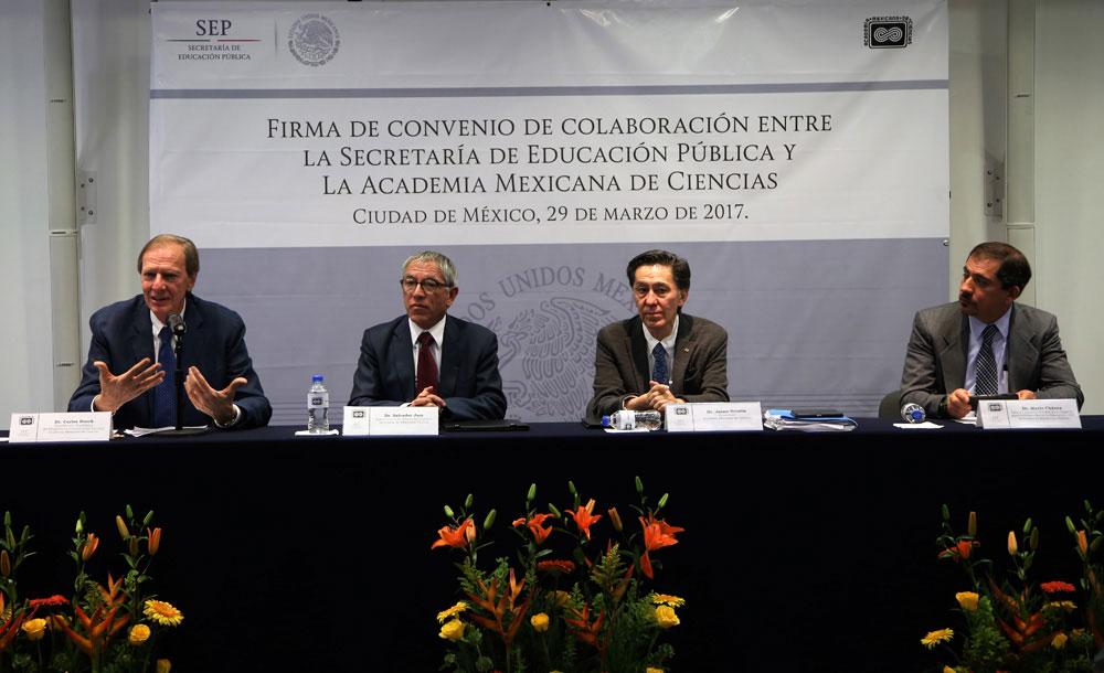 Los doctores Carlos Bosch, Salvador Jara, Jaime Urrutia y Mario Chávez, durante la firma de Convenio de Colaboración. Foto: AMC/Noemí Rodríguez