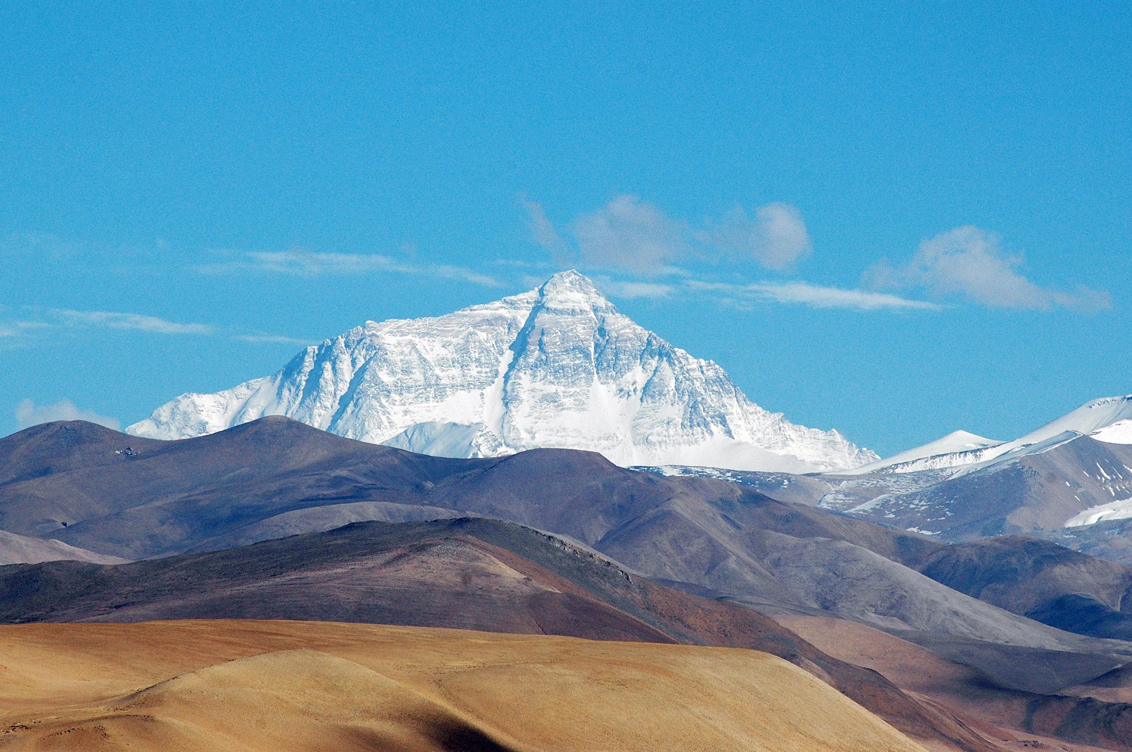 Sin nieve, el Monte Everest tendría un color verde fuerte, dado que está cubierto de musgo