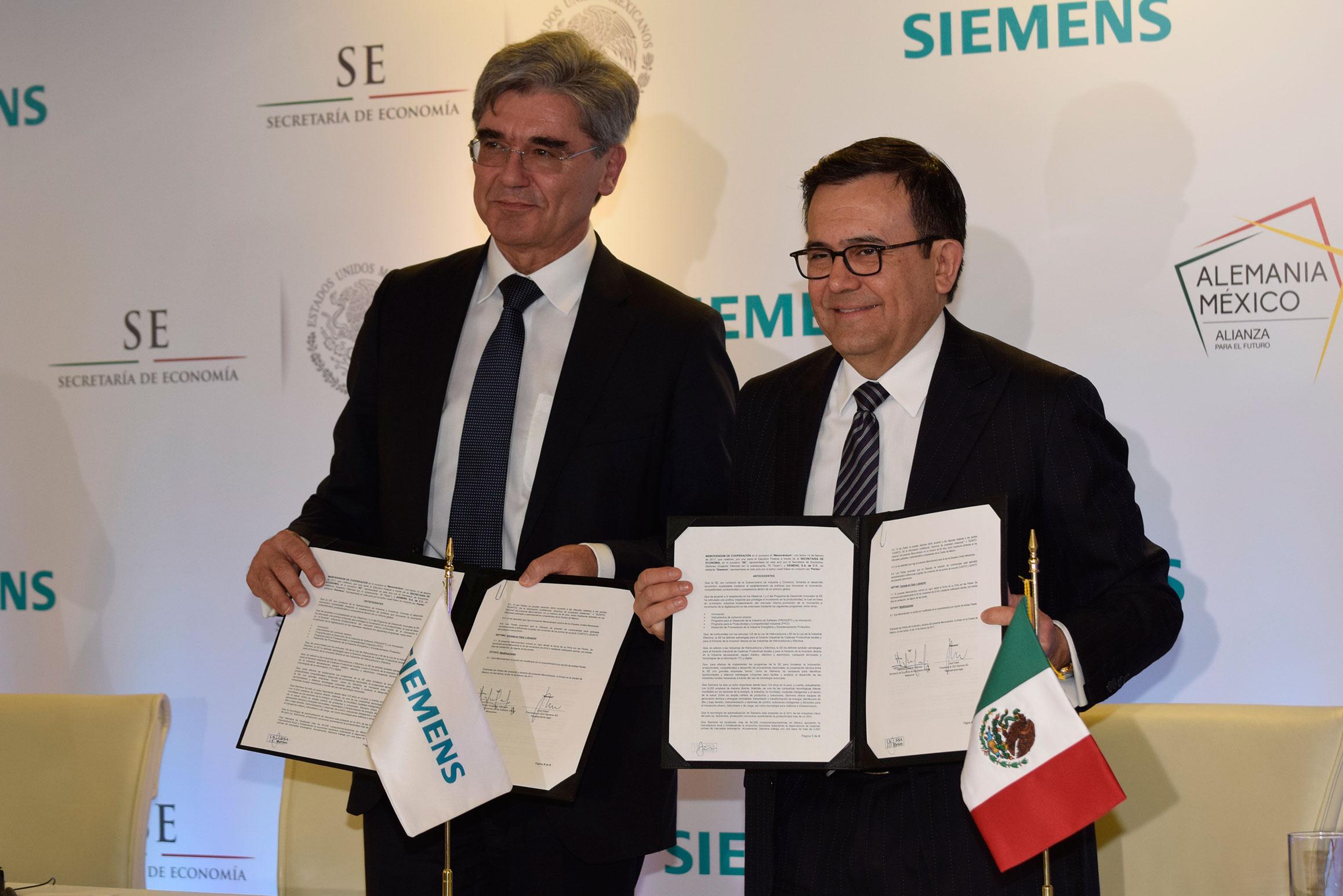 Joe Kaeser, presidente y CEO de Siemens, e Ildefonso Guajardo Villarreal, secretario de Economía