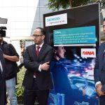 Ildefonso Guajardo Villarreal, secretario de Economía, visitó los stands de las compañías que trabajan con tecnología Siemens