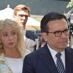 Wendy Coss acompañó a Ildefonso Guajardo Villarreal en su recorrido por los distintos puestos de las empresas que utilizan recursos de Siemens