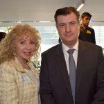 Wendy Coss y Rogelio Garza, subsecretario de Industria de la SE