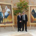 Diplomáticos develando la nueva colección de obra de arte de Guillermo Rebolledo: Rudy El Azzi, encargado de Negocios A. I. de la Embajada de Líbano en México