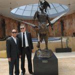 Diplomáticos develando la nueva colección de obra de arte de Guillermo Rebolledo: Mohammad Azhar Bin Mazlan, embajador de Malasia