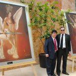 Diplomáticos develando la nueva colección de obra de arte de Guillermo Rebolledo: Eduardo José Atienza de Vega, embajador de Filipinas