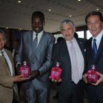 Antonio Ruiz, Jean Louis Bigna, príncipe de Camerún refugiado en México; Guillermo González y Andrian Yelemessov, embajador de Kazajstán