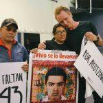 Sting se reúne con madres y padres de los 43 de Ayotzinapa